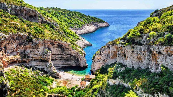 Vacanze in Croazia: isola di Vis e Grotta Azzurra - VIAGGI ...